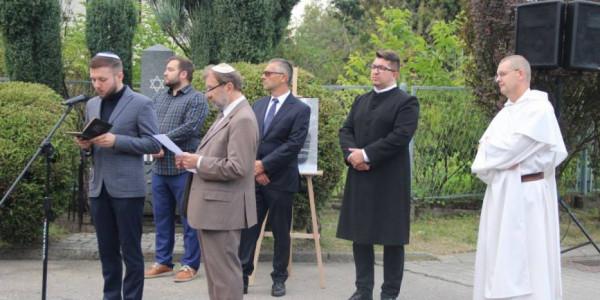 Uroczystość upamiętniająca 82. rocznicę spalenia synagogi.