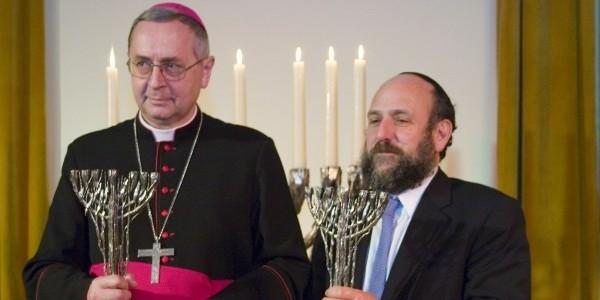 Arcybiskup Stanisław Gądecki i Naczelny Rabin Polski Michael Schudrich podczas obchodów X Dnia Judaizmu w Poznaniu w styczniu 2007 roku. Fot. z archiwum Stowarzyszenia Coexist