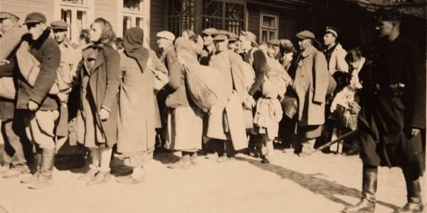 Deportacja Żydów białostockich do obozu zagłady w Treblince  /  Źródło: Archiwum ŻIH