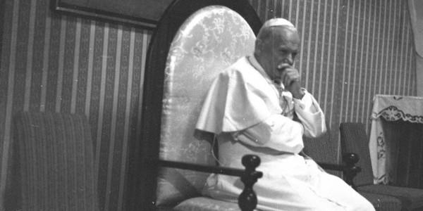 Papież Jan Paweł II podczas spotkania w Częstochowie z Radą Naukową Episkopatu Polski w Kaplicy Różańcowej 5 czerwca 1979 r. Fot. Lech Zielaskowski / Archiwum Fotograficzne Lecha Zielaskowski
