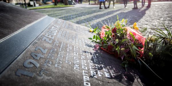"""Pomnikiem Rady Pomocy Żydom """"ŻEGOTA"""""""