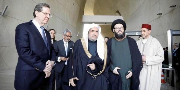 Delegacja Światowej Ligi Muzułmańskiej na czele z jej sekretarzem generalnym szejkiem Mahammadem bin Abdulkarimem Al-Issą zwiedza Muzeum Polin (Fot. Maciek Jaźwiecki / Agencja Gazeta