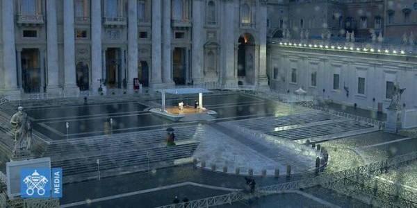 Papież na pustym placu św. Piotra