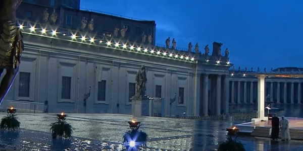 Franciszek na pustym placu św. Piotra 27 marca 2020 roku. Fot. CoffeToGo/ YouTube