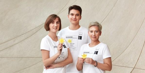 """Akcja """"Żonkile"""". Żółty żonkil jest symbolem zbiorowej pamięci. My wszyscy, którzy chcieliśmy pamiętać, zanosiliśmy na Muranów żonkile – powiedziała Paula Sawicka, psycholożka, była nauczyciel"""