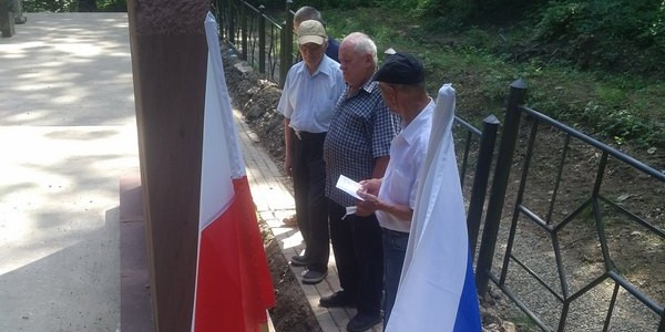 W dniu 5 lipca 2020 roku, członkowie Zarządu Gminy Chrześcijańskiej udali się na Hałbów, gdzie oddali cześć pomordowanym Żydom żmigrodzkim. Prezes Zarządu - Pan Zdzisław Senczak odmówił w imi