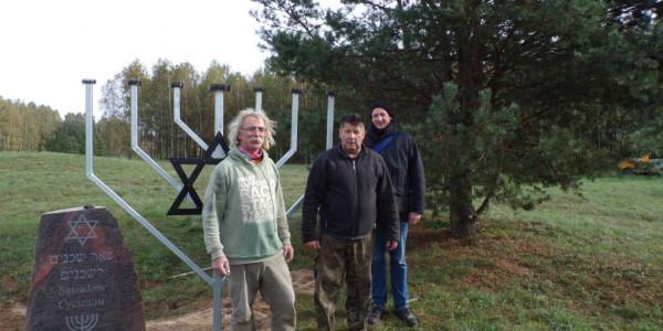 Cmentarzz żydowski w Orli - inicjator i fundator budowy pomnika Marek Chmielewski, sołtys i radny Rady Gminy Orla.