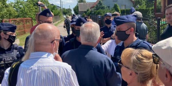Policja i uczestnicy uroczystości z okazji 80. rocznicy zbrodni w Jedwabnem 11 lipca 2021. Fot. Dorota Nowak