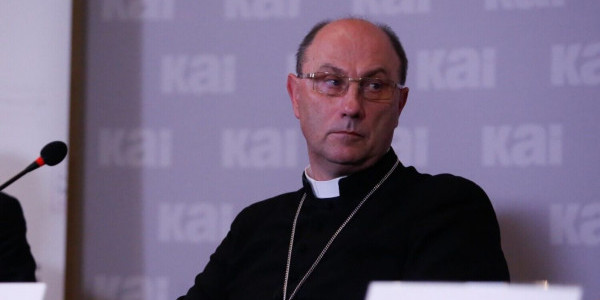 Abp Wojciech Polak podczas konferencji prasowej 22 września 2021 r. w Warszawie. Fot. episkopat.pl