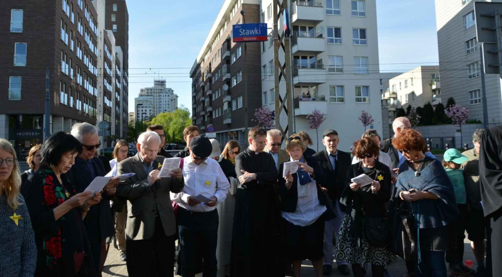 W niedzielę 22 kwietnia 2018 przy Kamieniu Pamięci Janusza Korczaka