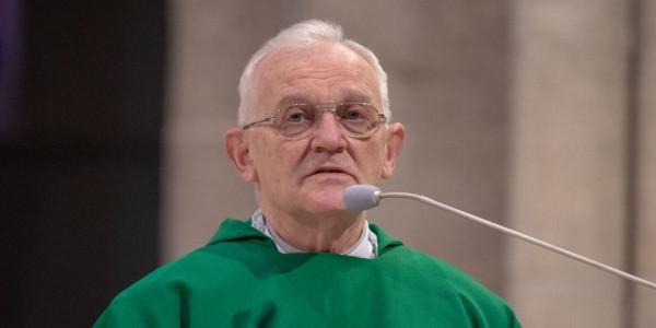 Ks. Andrzej Szostek podczas odbierania medalu Jana Karskiego, 23 stycznia 2021 r., Łódź. Fot. Archidiecezja Łódzka