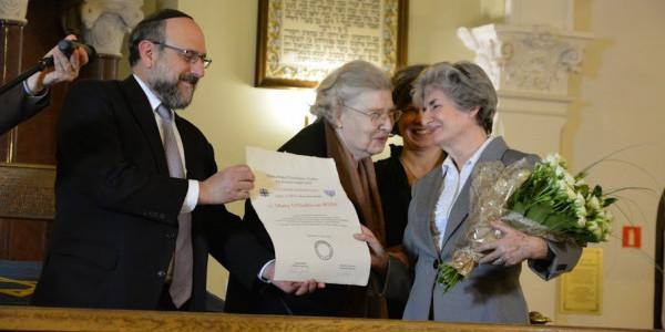 """Wręczenie dyplomu """"Człowiek Pojednania"""" siostrze Mary O'Sullivan RSM"""